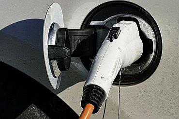 Koncern VW by mohl baterie v elektromobilech zákazníkům pronajímat, říkají odbory