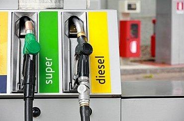 Benzín za necelý rok zdražil o šest korun, nafta o čtyři. Nejdražší je v Praze