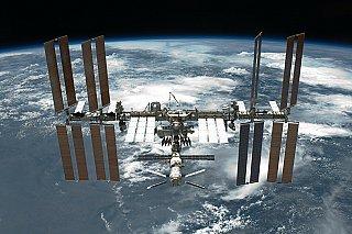 Američan a Francouz jdou u ISS instalovat nové solární panely