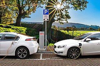 Elektromobilita v ohrožení. Přibrzdit ji může rostoucí cena kovů používaných v bateriích
