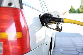 Na britských pumpách dochází benzin. Nepanikařte, prosí Johnson řidiče